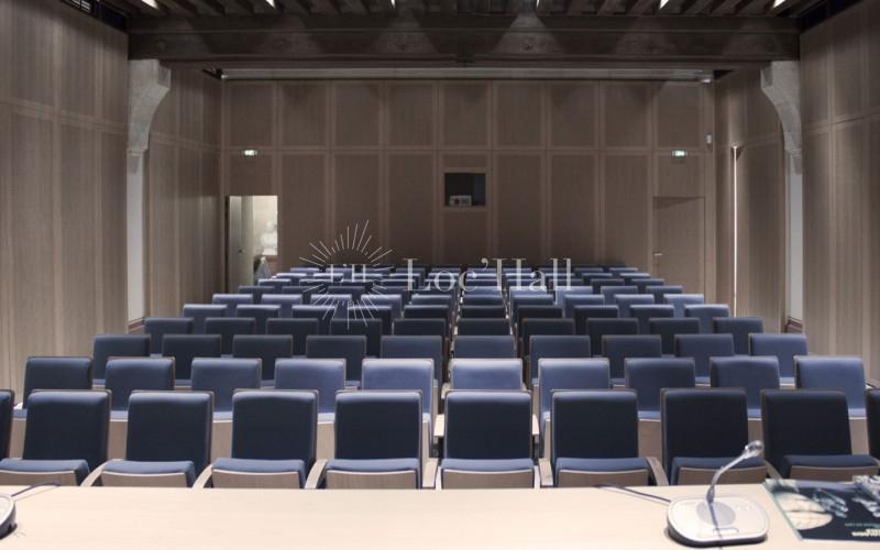 Privatisation du Musée d'Archéologie Nationale pour des présentations et réunions