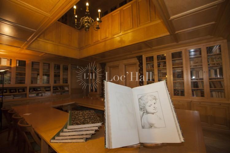 Reunion dans bibliothèque maison de Chateaubriand